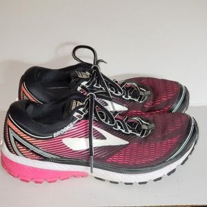 Brooks Ghost 10 Running black pink coral Sz 9